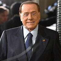 Reddito di dignità: la proposta di Silvio Berlusconi contro la povertà