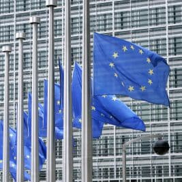 Commissione Ue: per Italia rischio recessione prolungata