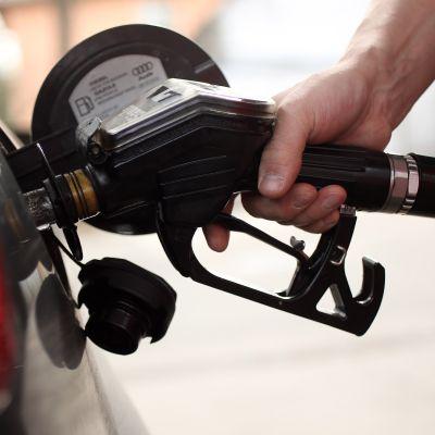 I prezzi record dell'energia si abbattono sui trasporti (La Repubblica)
