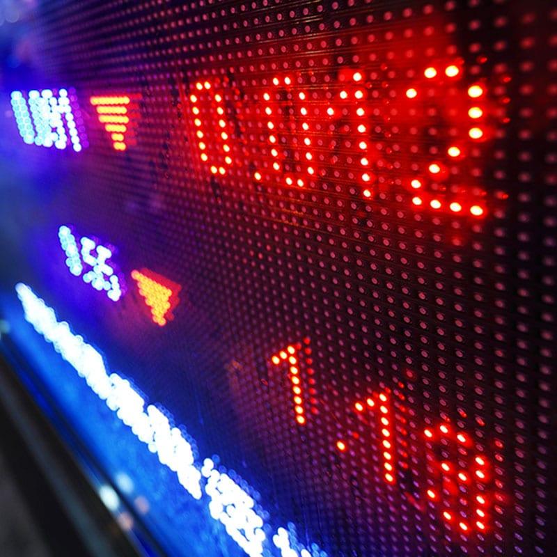 Il FTSEMib chiude in rosso (nonostante le banche)